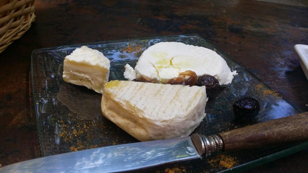Plateau de fromages de chèvres de la Drôme.