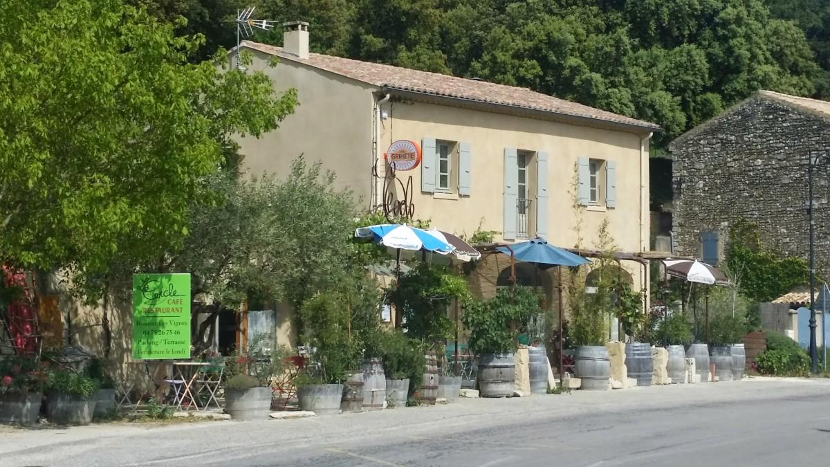 """Restaurant """"le Cercle"""" (Rousset-les-Vignes)."""