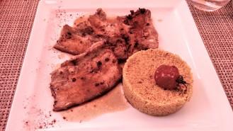 Poitrine de porc marinée, grillée, semoule aux épices