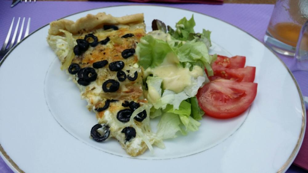 Tarte aux oignons et aux olives...