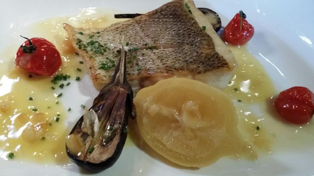 Filet de Sandre au beurre, citron confit, jeunes aubergines et pommes de terre vapeur.