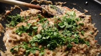 En fin de cuisson, rajouter la coriandre...