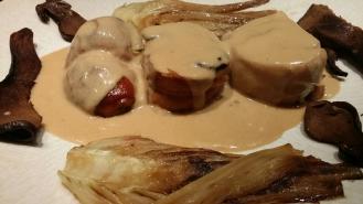Rôti de lapin aux champignons , fenouil braisé.