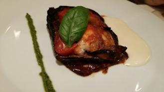 Millefeuille d'aubergines avec fondue de parmesan