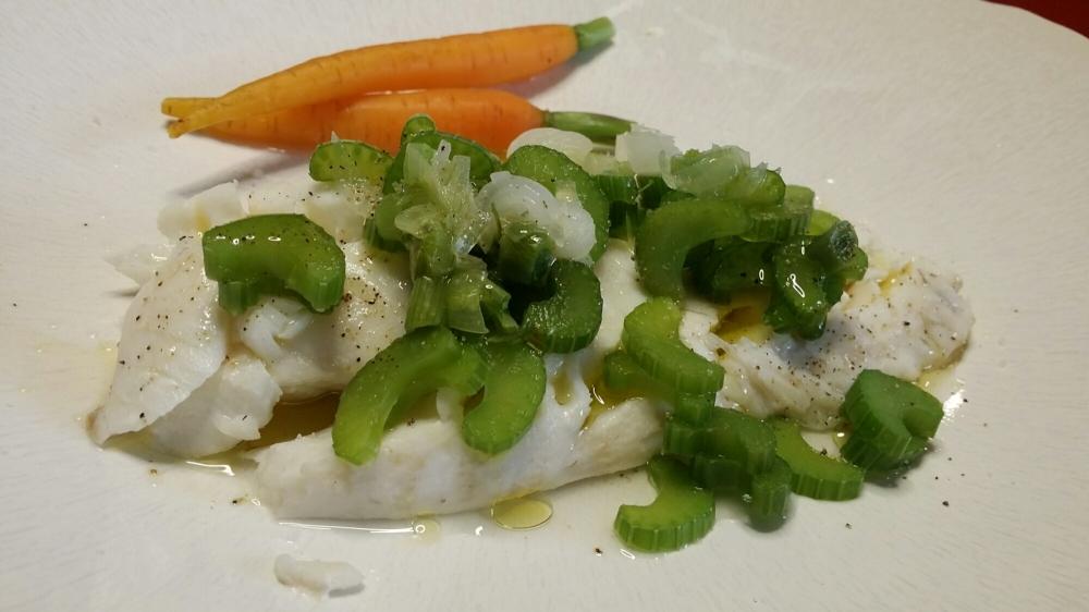 Cabillaud et jeunes légumes à la vapeur.