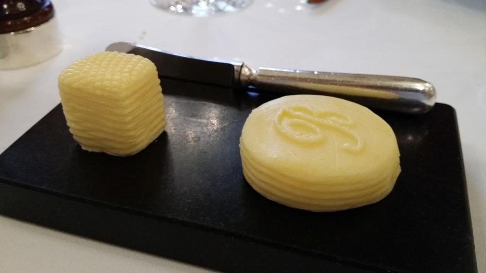 Duo de beurres: entier et 1/2 sel pour patienter...