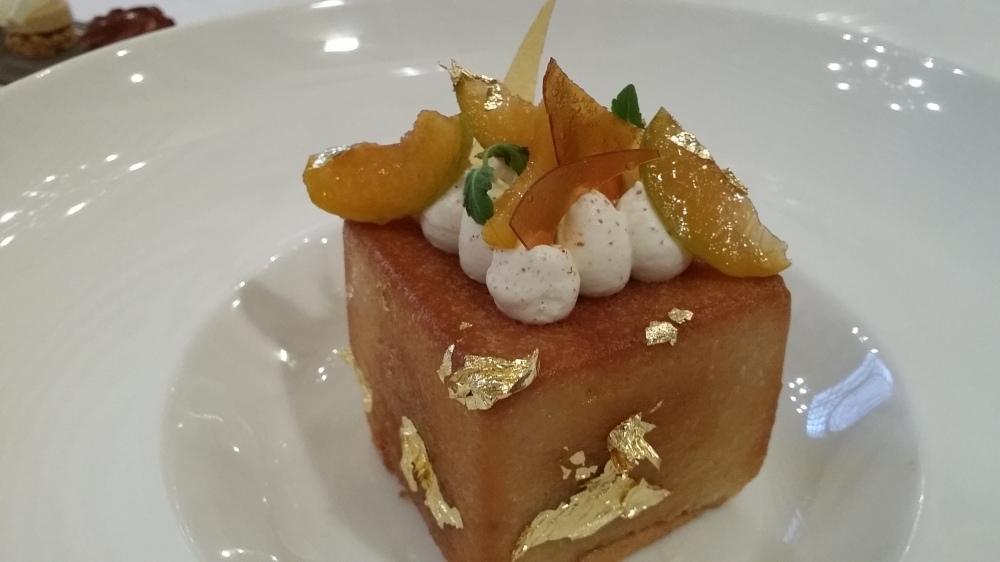 Le Savarin de prunes cuites et crues: esthétique..un regret. Un trait d'eau de vie de prunes?