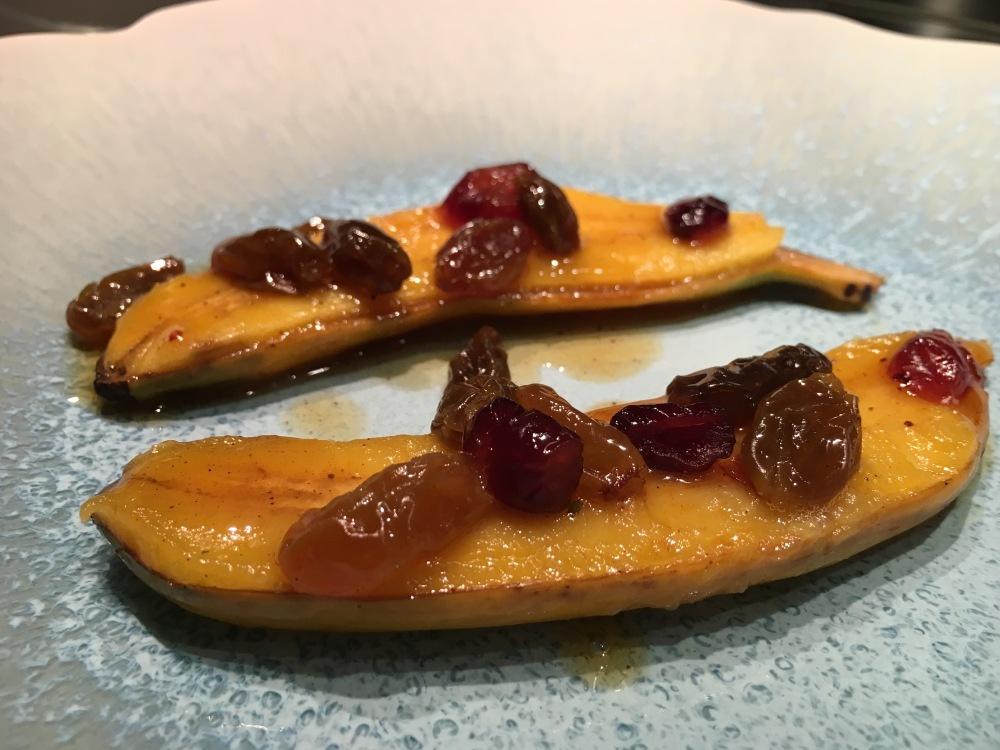 Banane frécinette rôtie au rhum et aux fruits secs - inspiration Frédéric Anton.