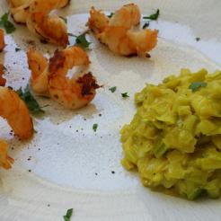 Crevettes en escadrille et sa compotée de poireaux au curry.