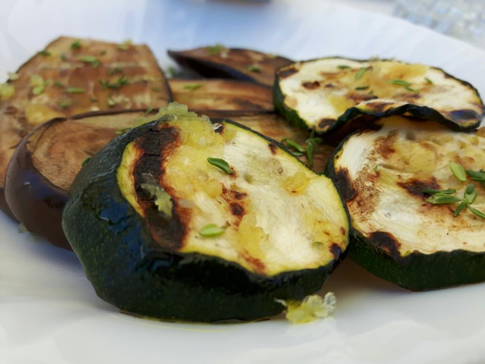Aubergines et courgettes grillées.