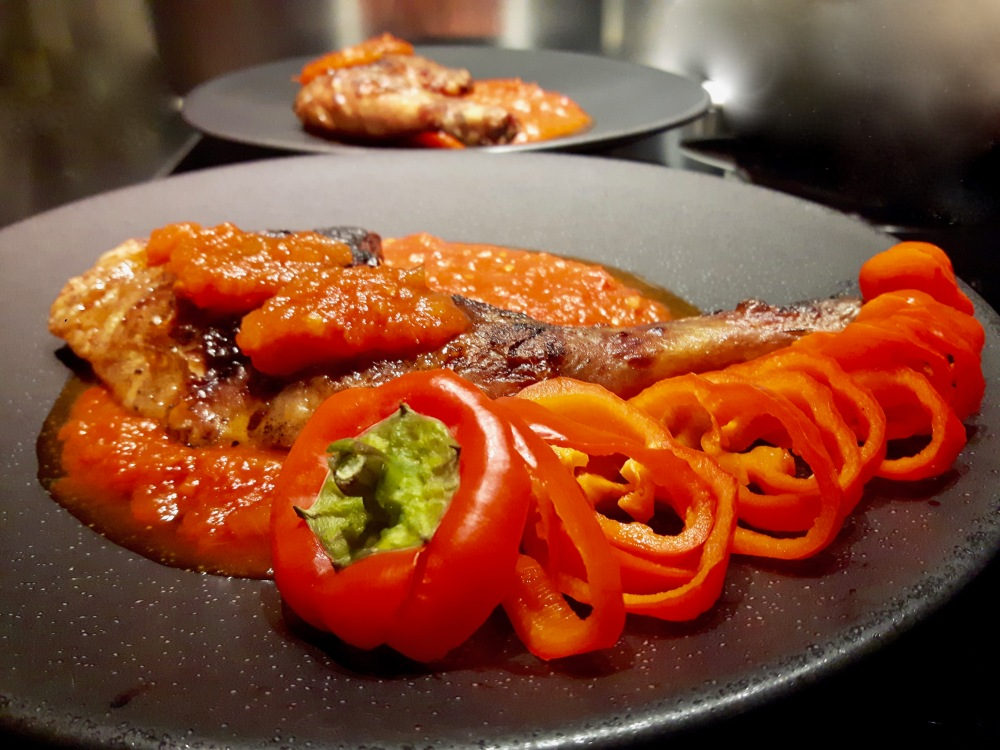 Pintade grillée et la Piperade des Gourmands.