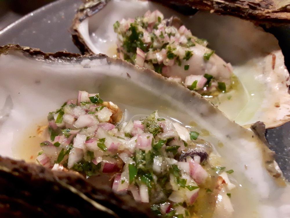 Huîtres braisées et noix fraîches