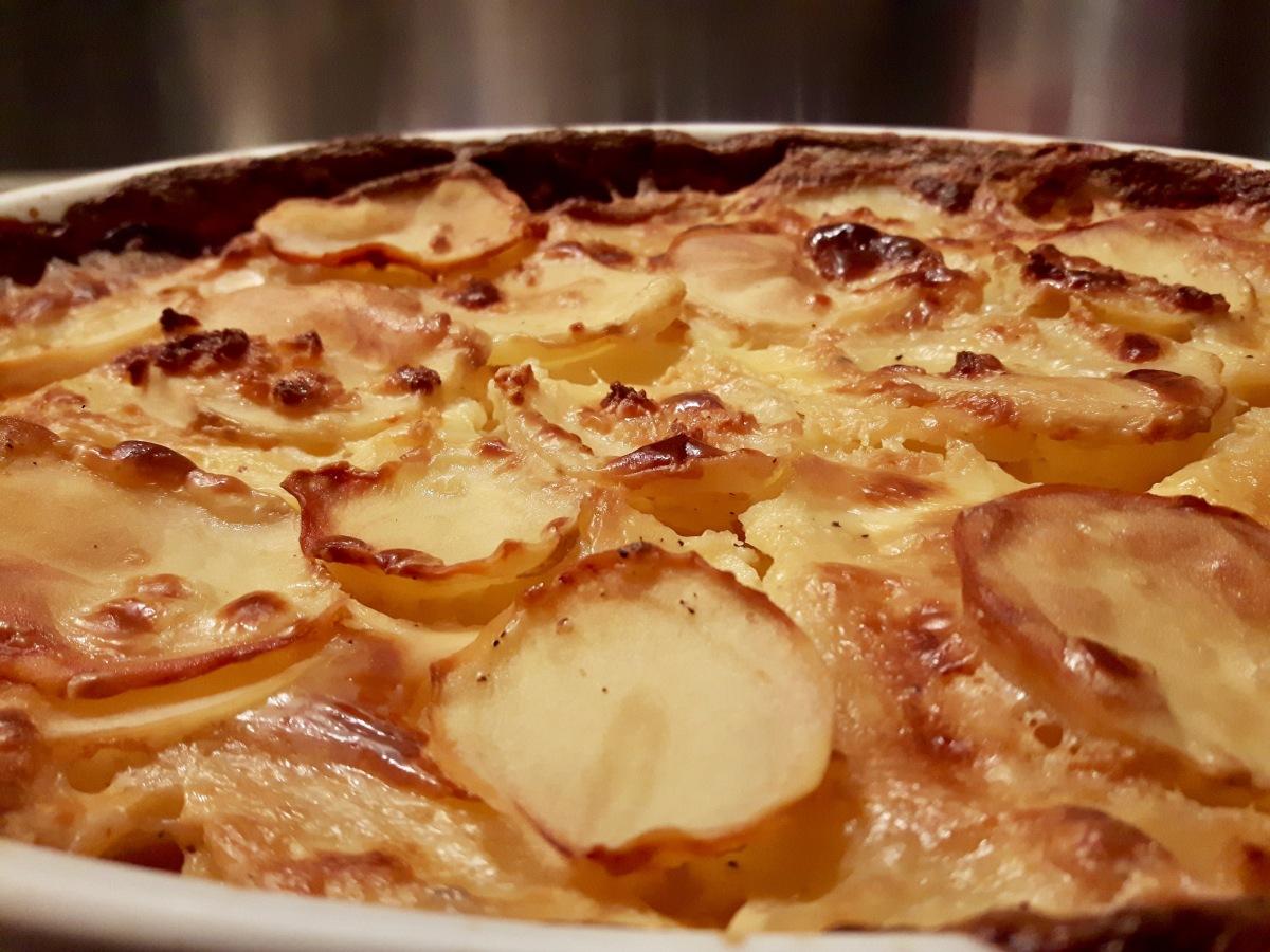 [Corvée de patates!] Gratin de pommes de terre.