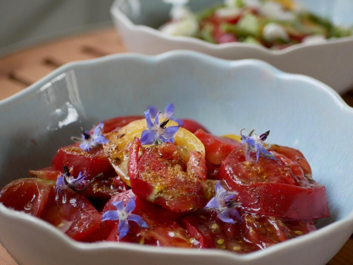 [Saveurs, fraîcheur et couleurs!] Tomates et fleurs de bourrache.