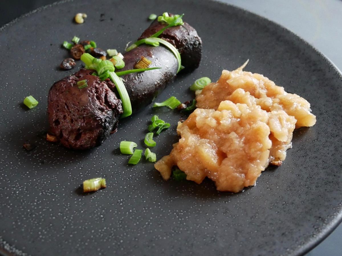 [Classique!] Boudin noir aux pommes et petits oignons.
