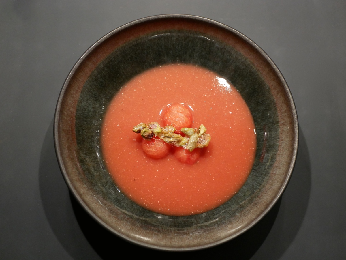 [Hors jeu?] Soupe de pastèque. Pistaches caramélisées.